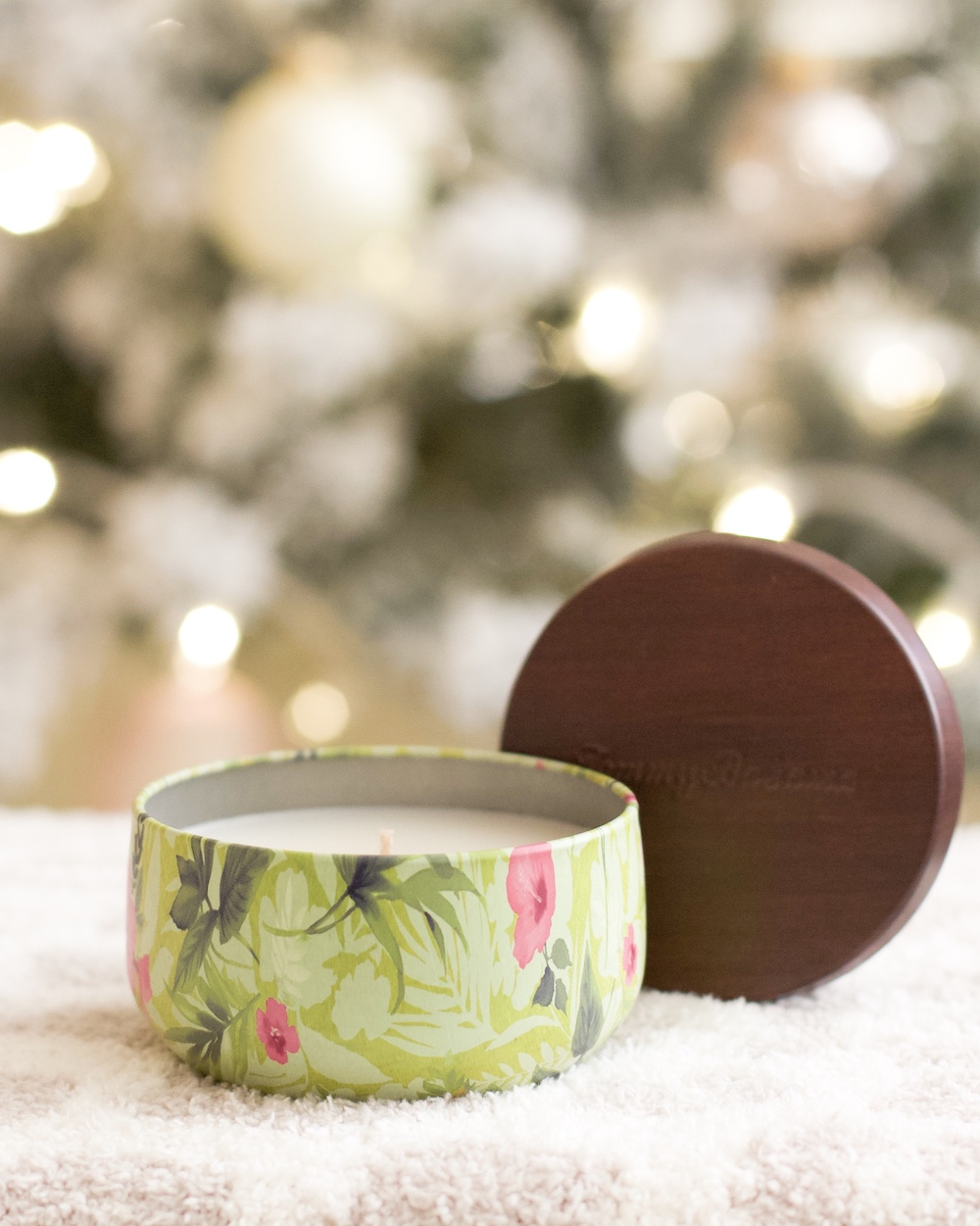 tommy bahama brea mall candle