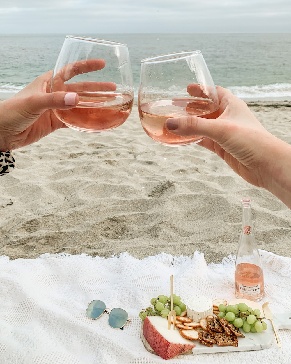 beach picnic aesthetic